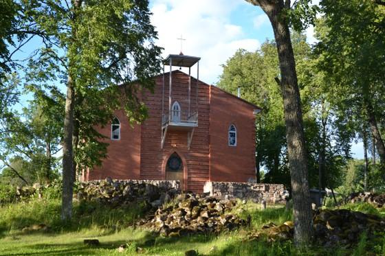 Vecpiebalgas luterāņu baznīca. Sagrauta 1944.g., atjaunota 1997.g. bez torņa