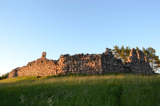 Vecpiebalgas viduslaiku pilsdrupas. 1340.g. Sagrauta 17.gs.