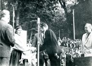 Elza Cimdiņa saņem diplomu