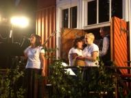 """""""Saulrietu"""" saimnieces sirsnīgi pateicas visiem klausītājiem un mūziķu grupai!"""