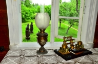 Matīsa Kaudzītes tintnīca un petrolejas lampa
