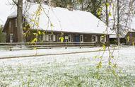 12. maija rītā Kaibēnkalnu klāja sniegs. Foto: Aiavars Ošiņš
